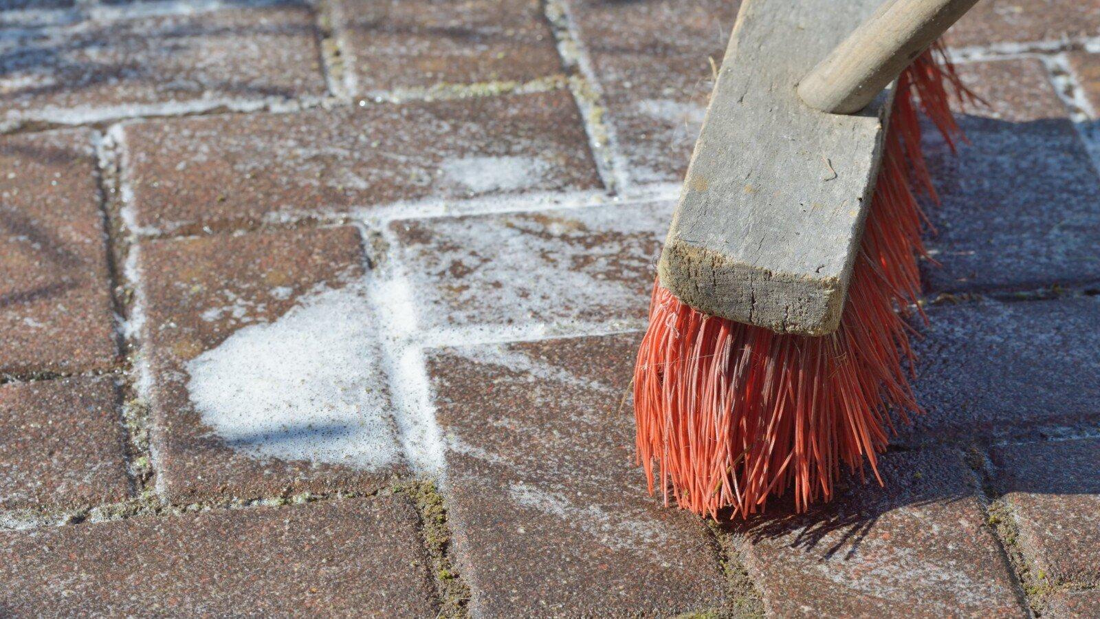 Terrasse mit Schmierseife reinigen   SteinRein