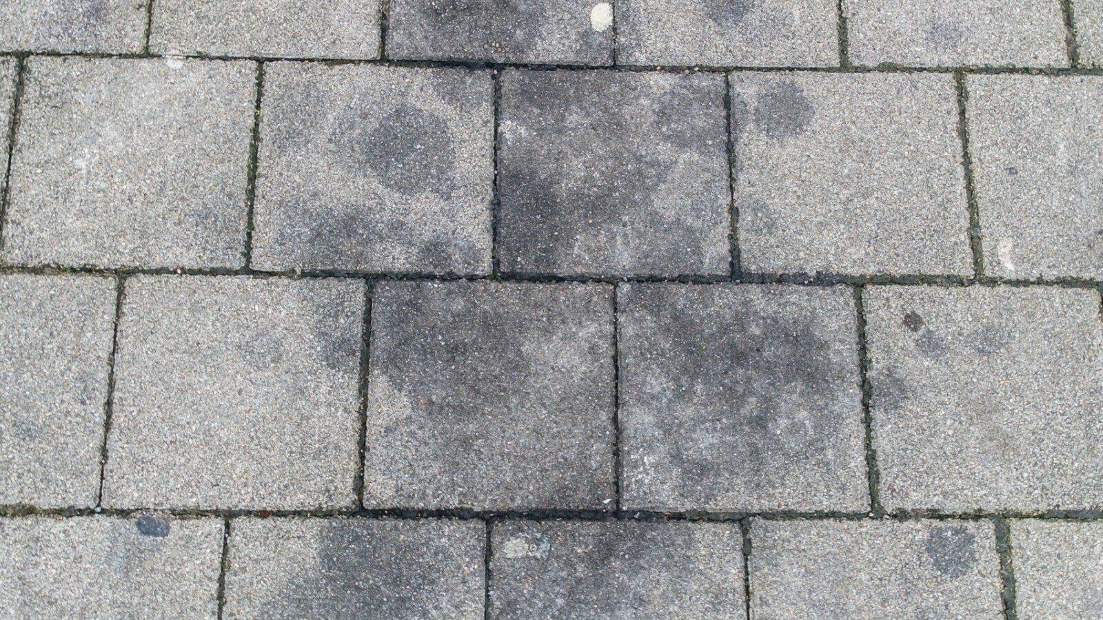 Ölflecken und Fettflecken von Stein entfernen