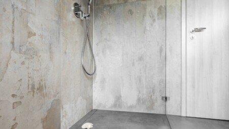 Dusche aus Naturstein