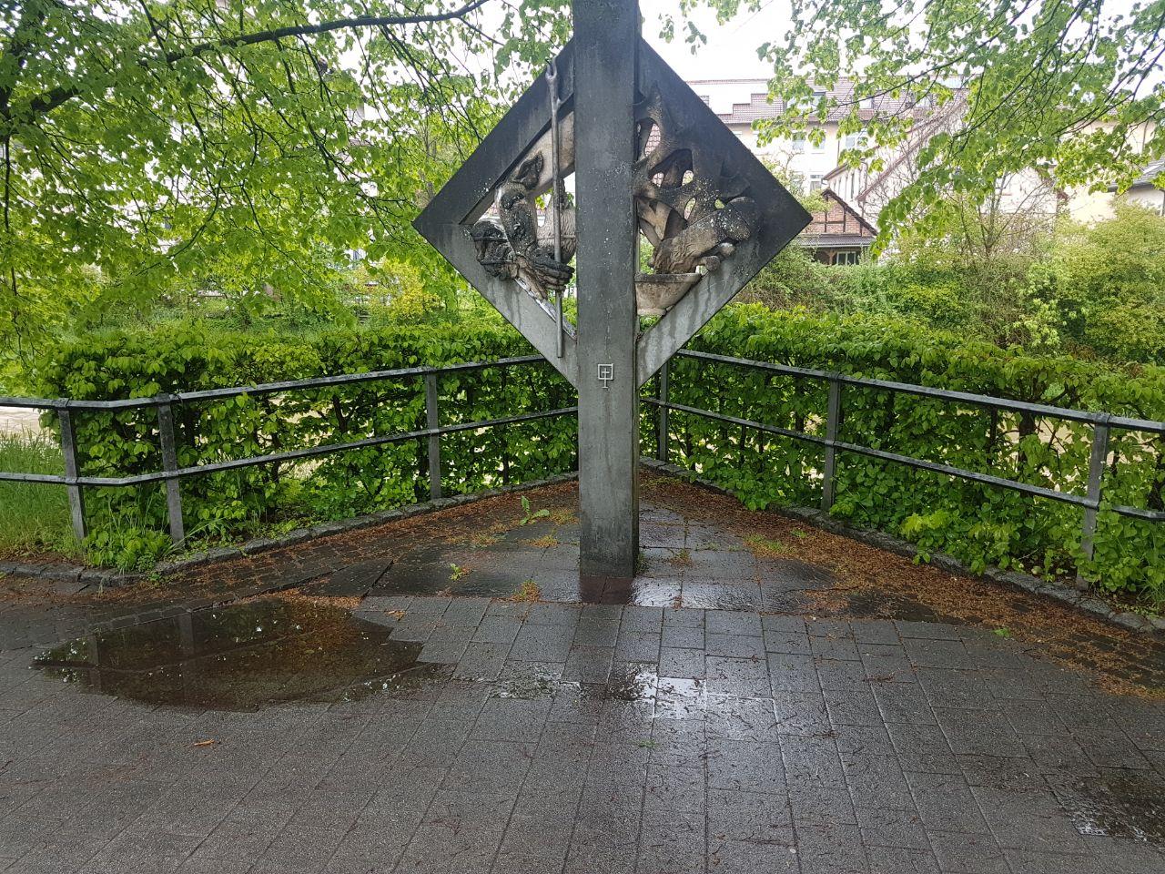 Vor dem Denkmal reinigen von Saro Ulm