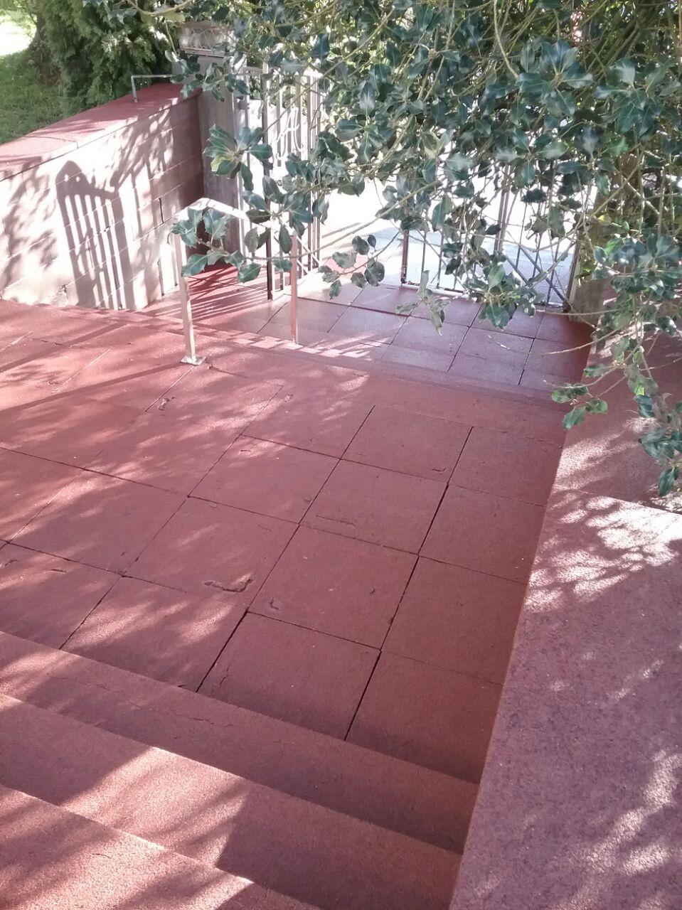 saubere Betonsteinplatten gereinigt mit Saro Technik