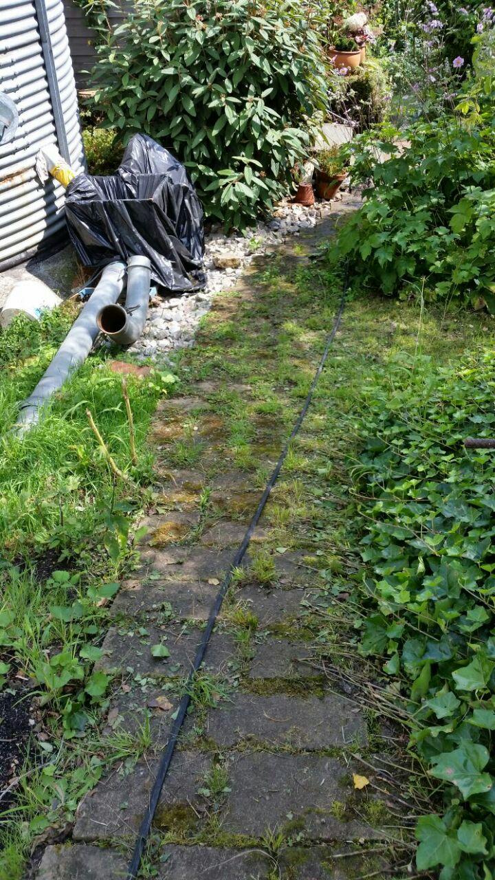 Gartenweg aus Naturstein vor der Saro Reinigung
