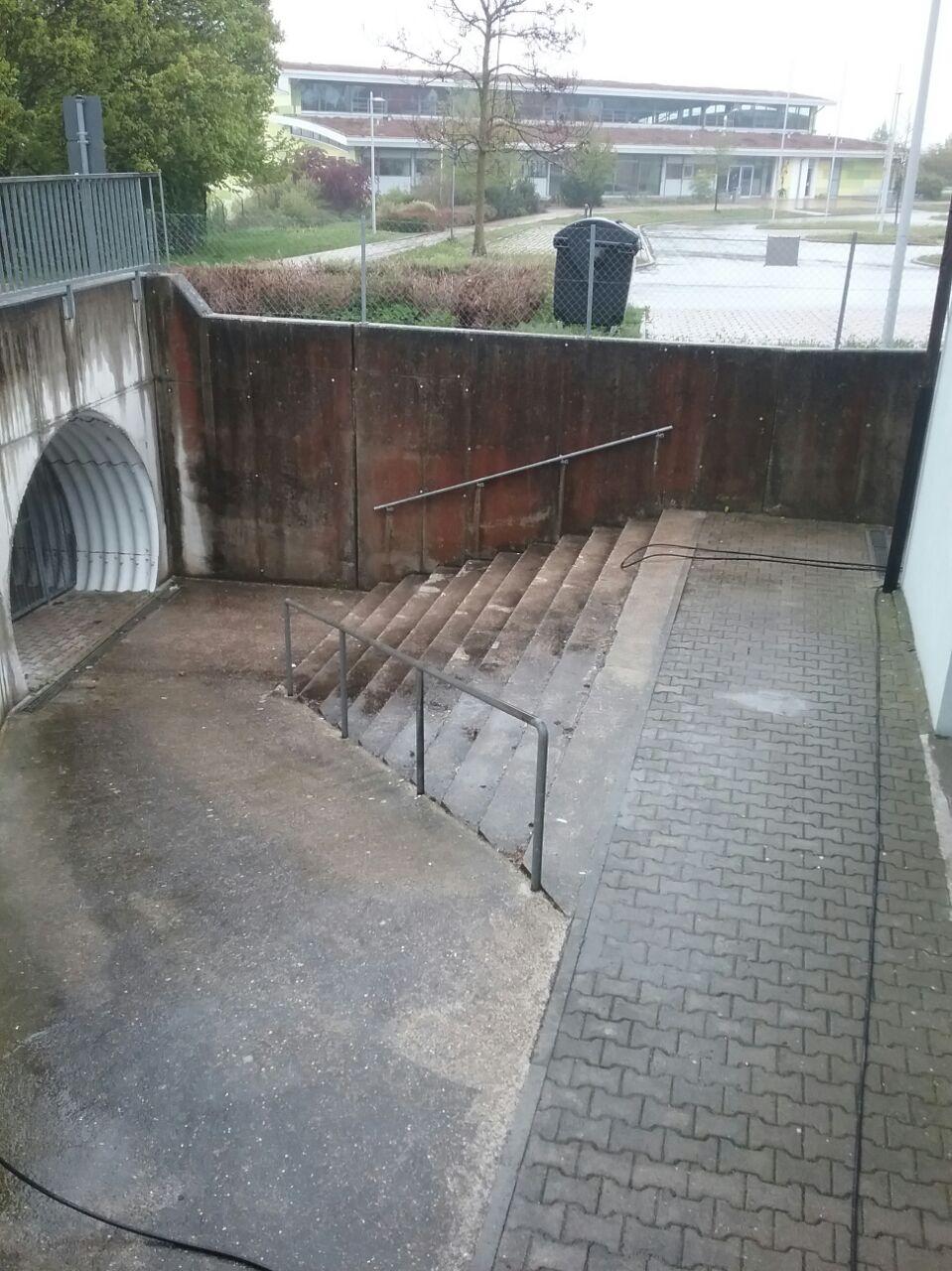 Betonfläche vor der Reinigung - Saro Heilbronn