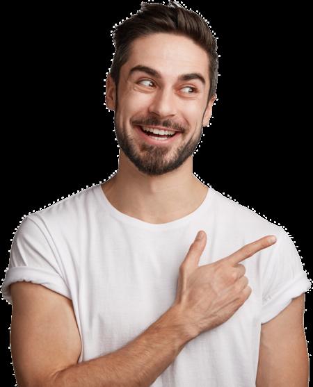 Mann zeigt mit seinem Finger nach Rechts