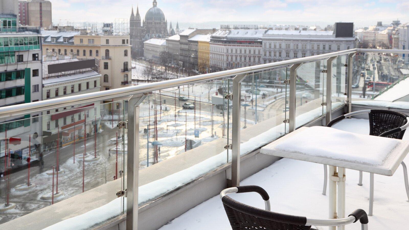 balkon-winterfest-machen